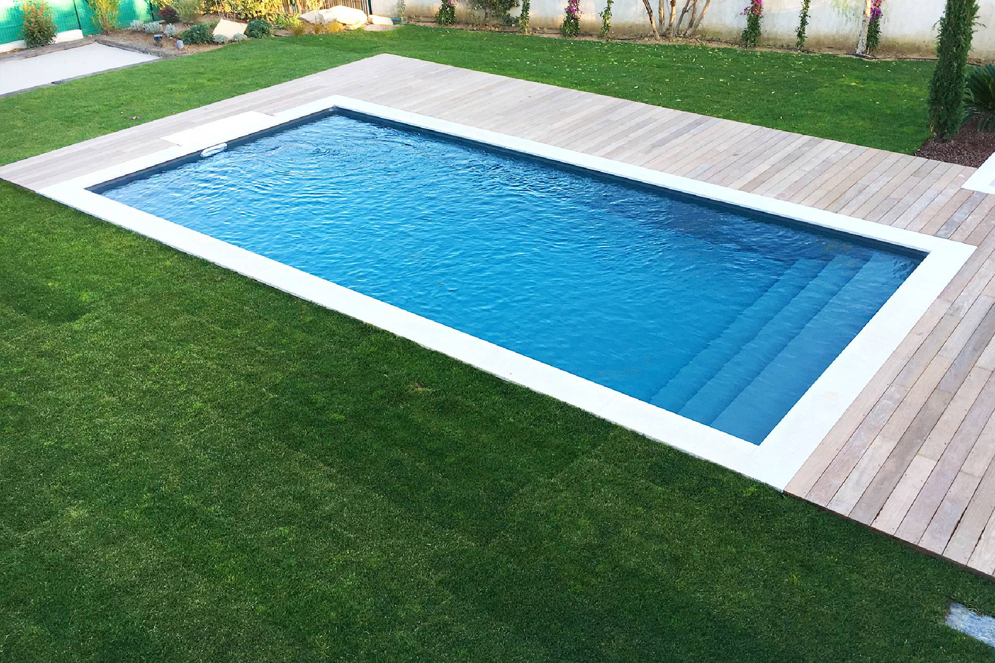 Abri piscine desjoyaux abri piscine desjoyaux with abri for Piscine desjoyaux